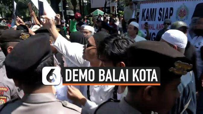 VIDEO: Demo Pro dan Kontra Gubernur Anies Nyaris Bentrok