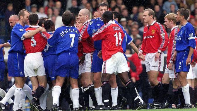 Manchester United kalah 0-5 dari Chelsea pada laga pekan ke-10 Premier League 1999-2000. (AFP/Adrian Dennis)