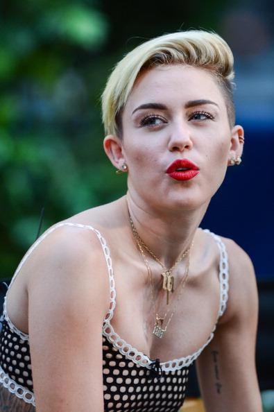 Miley Cyrus: Short Hair Takes Her to New Lengths