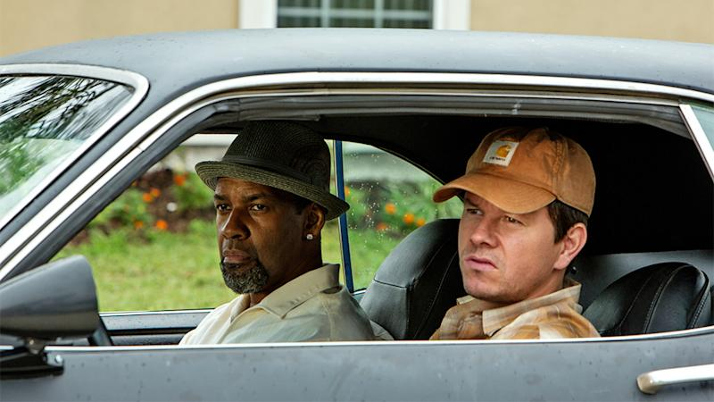 Box Office: '2 Guns' No. 1 With $10 Million Friday As 'Smurfs' Looks Abroad