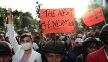 泰國再現民主示威 曼谷逾千民眾提早集結