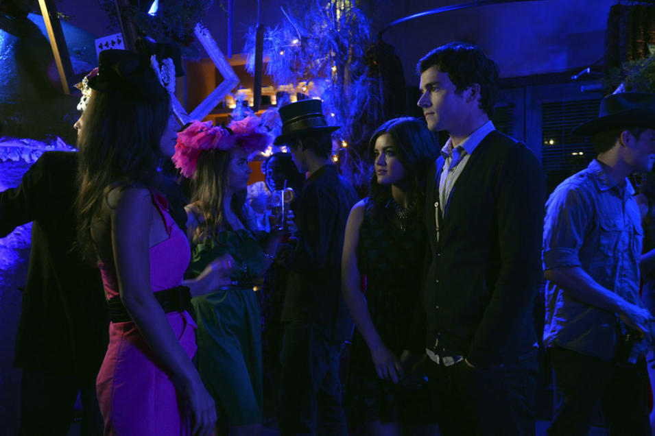 """Pretty Little Liars"" - ""That Girl Is Poison"": TAMMIN SURSOK, LUCY HALE, IAN HARDING"