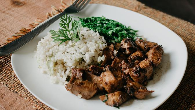 Dada Ayam Panggang Saus Kecap (sumber: Unsplash)