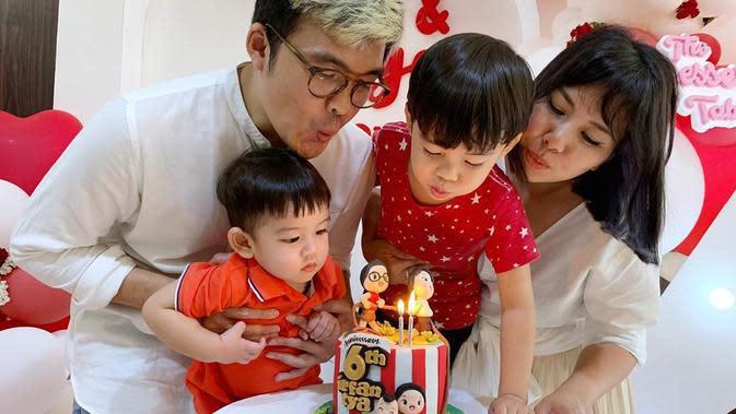 Tya Ariestya merayakan ulang tahun pernikahannya bersama keluarga (Dok.Instagram/@tya_ariestya/https://www.instagram.com/p/CEA0RzahXta/Komarudin)