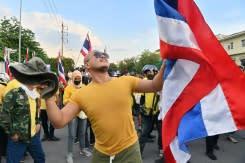 Ribuan demonstran desak PM Thailand mundur ketika ketegangan meningkat dalam seruan reformasi kerajaan