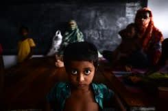 Topan kuat hantam Bangladesh dan India