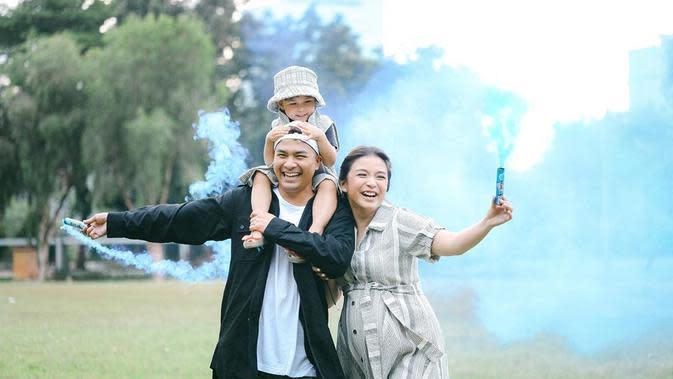 Potret Keluarga Kecil Glenn Alinskie dan Chelsea Olivia. (Sumber: Instagram.com/chelseaoliviaa)