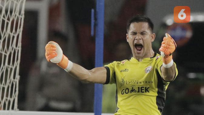 Kiper Persija Jakarta, Andritany Ardhiyasa, merayakan gol yang dicetak oleh Marko Simic ke gawang Arema FC pada laga Liga 1 di SUGBK, Jakarta, Sabtu (31/3/2018) (Bola.com/M Iqbal Ichsan)