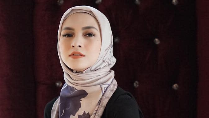 Pemilik nama lengkap Noni Annisa Ramadhani ini lahir pada 14 Februari 1989. Ia mengawali karier beraktingnya dalam FTV 'Dewa Asmara pada 2006. (Liputan6.com/IG/@donitabhubiy)