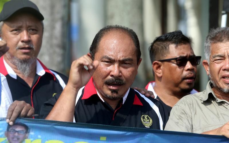 Pertubuhan Rangkaian Organisasi (PRO) 98 Reformis Perak chairman Ahmad Shaarani Abdul Khalid addresses a press conference in Ipoh November 20, 2019. — Picture by Farhan Najib