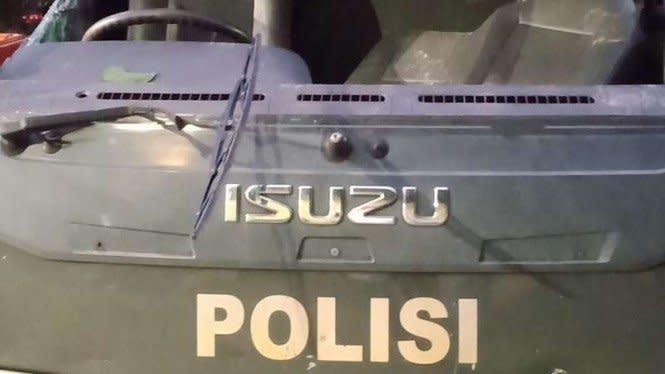 Ricuh di Pejompongan, Mobil Polisi Rusak Dilempari Batu