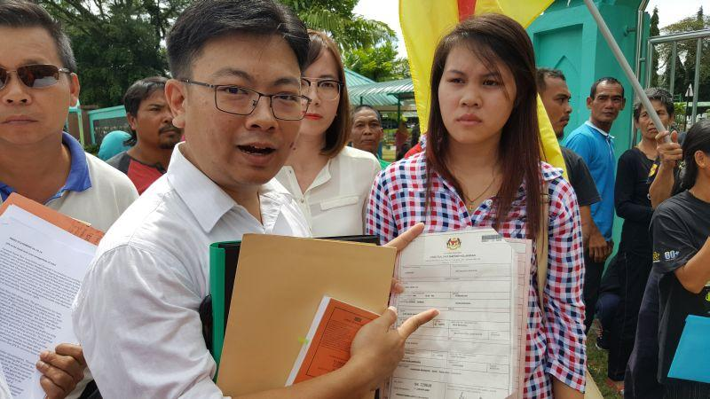 Human rights lawyer Simon Siah (left) with Rika Herline anak Ji-in (right) outside the Federal Government administrative building where the state NRD headquarters is housed, October 6, 2016. ― Picture by Sulok Tawie