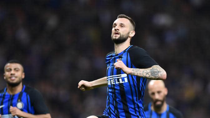 Gelandang Inter Milan, Marcelo Brozovic bicara soal peluang menyaingi Juventus. (MIGUEL MEDINA / AFP)