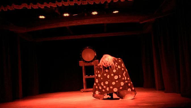 Dekonaru Za, sebuah pementasan teater dan kesenian tradisional Jepang selama 45 menit. Pertunjukan begitu atraktif dan mengesankan (Andry Haryanto/Liputan6.com)