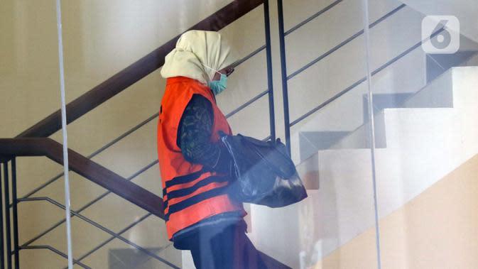 Desi Arryani seusai menjalani pemeriksaan lanjutan di gedung KPK, Jakarta, Rabu (23/9/2020). Mantan Kepala Divisi III/Sipil/II PT Waskita Karya itu diperiksa sebagai tersangka dugaan korupsi 14 proyek fiktif pada PT Waskita Karya (Persero) periode 2009-2015. (Liputan6.com/Helmi Fithriansyah)