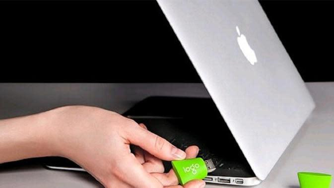 Keylogger merupakan sebuah program ataupun software yang digunakan untuk merekam aktivitas pada laptop atau komputer.