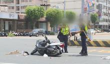 天熱火氣大? 兩員警處理車禍當街鬥嘴