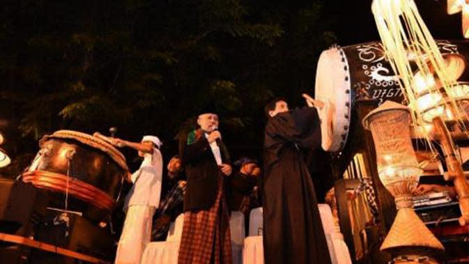 Sebanyak 999 beduk menyambut malam takbiran di Purwakarta, Jawa Barat. (Liputan6.com/Abramena)