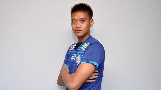 Kurnia Meiga, salah satu pemain era Robert Alberts yang bertahan di Arema. (Bola.com/Iwan Setiawan)