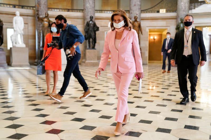 Perbedaan soal bantuan virus corona tetap ada, kata Pelosi setelah berbicar dengan asisten Gedung Putih