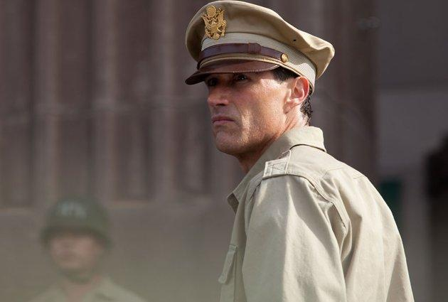 Matthew Fox Talks History, Gridiron Glory & Bonding with Tommy Lee Jones on 'Emperor'