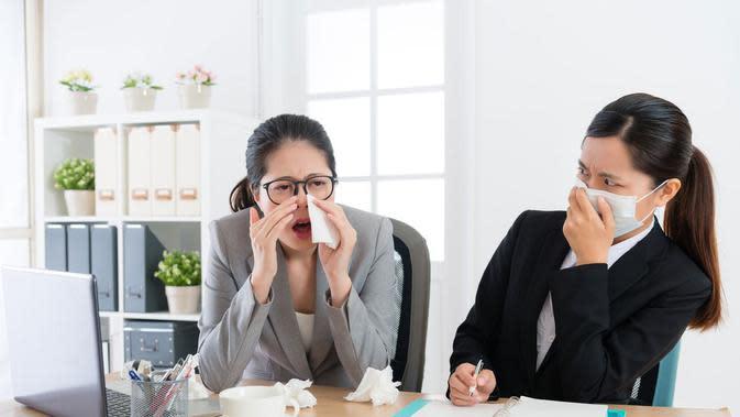 Tips agar Tak Tertular Flu di Kantor (PR Image Factory/Shutterstock)