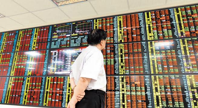 中央銀行昨公布台灣6月底外匯存底金額為4886.91億美元,較上月底增加41.76億美元,續創歷史新高紀錄。(本報資料照片)