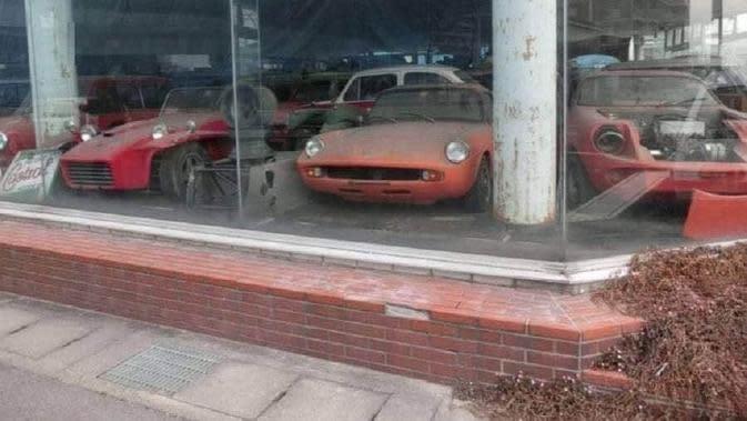 Dealer Toyota terbengkalai (Bo de Visser via Facebook/SHOWA Racing)