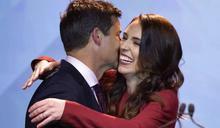 紐西蘭大選》超人氣「抗疫女總理」雅頓風光連任 24年來首度有政黨過半數執政