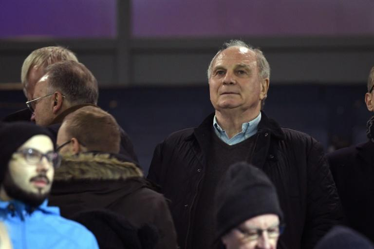 Bayern Munich president Uli Hoeness says he expects a decision to be made about Niko Kovac's replacement within the next three weeks