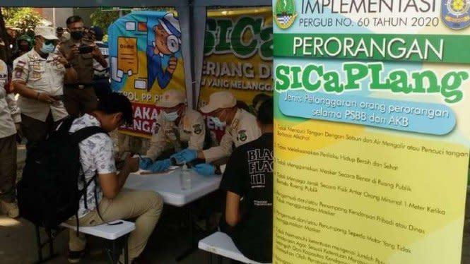 Warga Jabar Tak Pakai Masker Ditilang dan Dicatat di Aplikasi Khusus