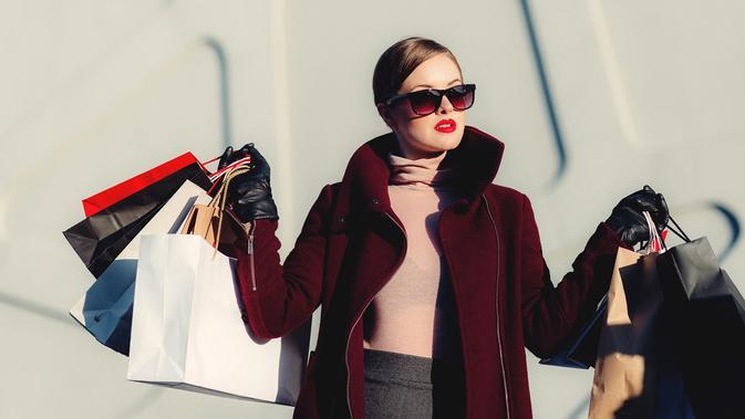 Ilustrasi shopping, belanja. (Photo by freestocks on Unsplash)