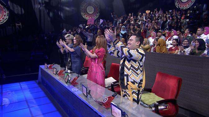Hamid (Nusa Tenggara Timur) mampu membuat keempat juri standing ovation. (Indosiar)