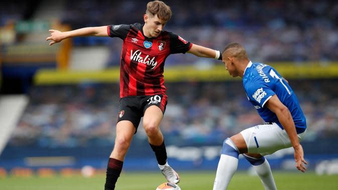 Gelandang asal Wales, David Brooks, berpeluang angkat kaki dari AFC Bournemouth karena klubnya bakal bermain di Divisi Championships musim depan. (AFP/Clive Brunskill)