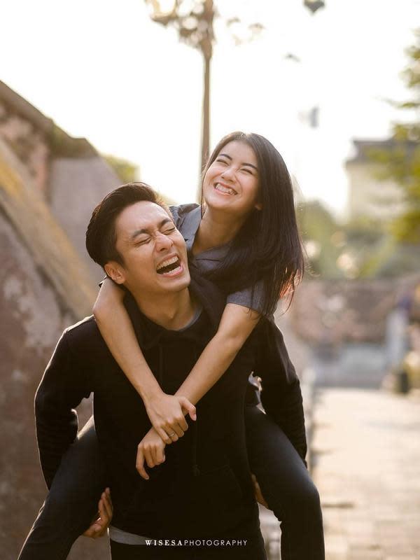 Momen Bintang FTV Ina Marika dan Rezca Syam Setelah Menikah. (Sumber: Instagram.com/rezcasyam)