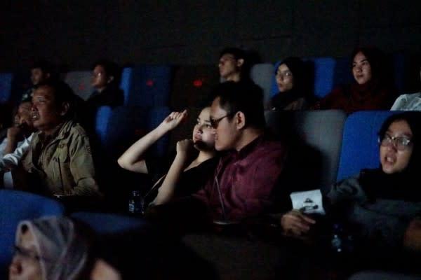 Keseruan Teman Netra Nonton Film NKCTHI di Bioskop