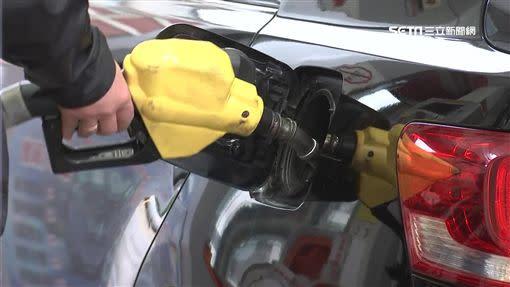 台灣中油公司自明日凌晨零時起汽油價格每公升調漲0.1元,柴油不調整。(示意圖,非當事照/資料照)