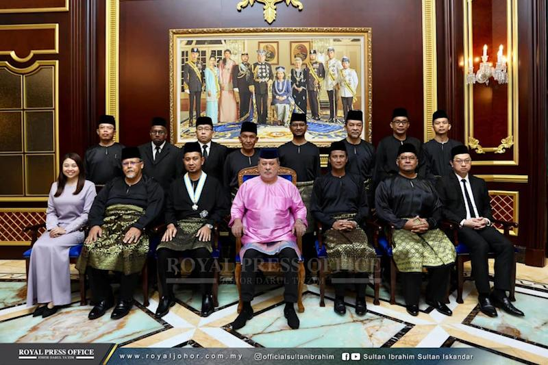 The Johor Sultan poses for pictures with the new Johor exco line-up at Istana Bukit Serene in Johor Baru April 22, 2019. — Picture via Facebook/OfficialSultanIbrahim