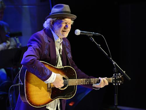 "Buddy Miller performs ""How I Got to Memphis"" during a music tribute to country music star Bobby Bare at the ceremony for the 2013 inductions into the Country Music Hall of Fame on Sunday, Oct. 27, 2013, in Nashville, Tenn. The inductees are Bobby Bare, the late ""Cowboy"" Jack Clement and Kenny Rogers. (AP Photo/Mark Zaleski)"