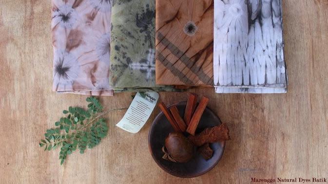 Sederet batik karya pembatik muda dari Sleman, Yogyakarta, Nuri Ningsih Hidayati yang ditampilkan lewat merek batik yang ia dirikan, Marenggo Natural Dyes Batik. (dok. Instagram @marenggo_batik/https://www.instagram.com/p/BD8eEqkGtts/)
