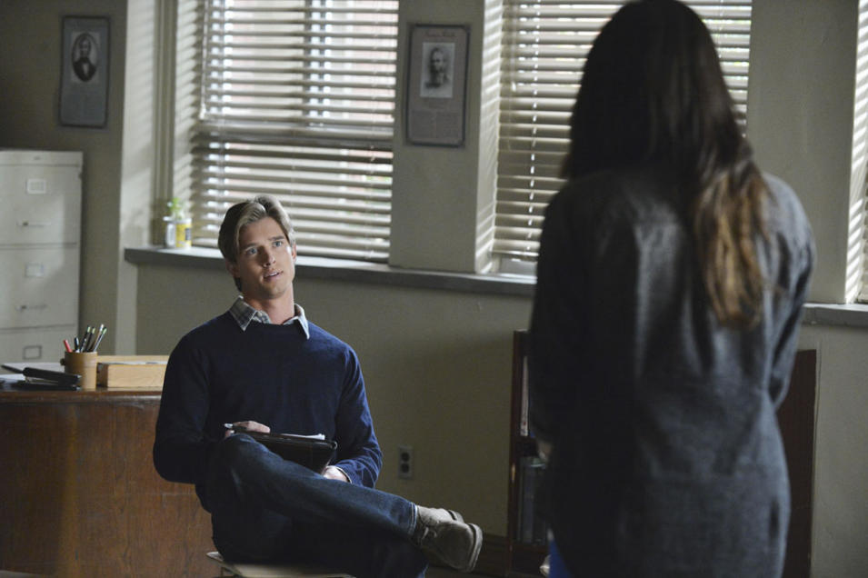 """Pretty Little Liars"" -- ""What Becomes of the Broken-Hearted"" DREW VAN ACKER"