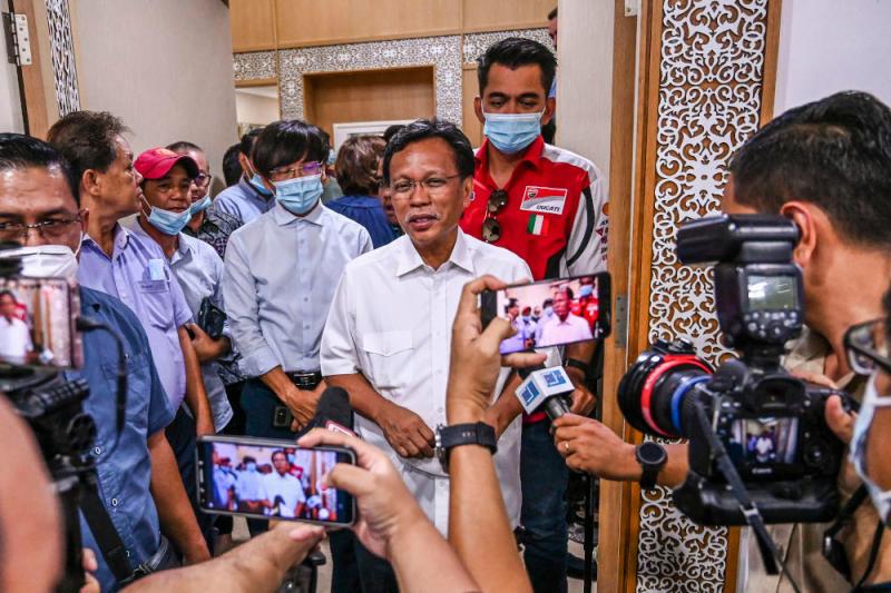 Parti Warisan Sabah (Warisan) president Datuk Seri Mohd Shafie Apdal speaks to reporters at his House in Kota Kinabalu September 28, 2020. — Picture by Firdaus Latif