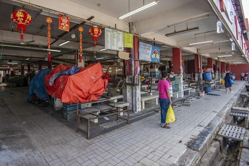 A general view of the Jalan Othman wet market after the enhanced movement control order was lifted in Petaling Jaya Old Town May 21, 2020. — Pictures by Shafwan Zaidon