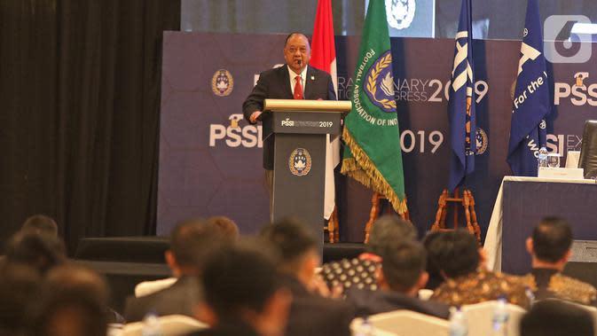 Komite Olahraga Nasional Indonesia (KONI), Marciano Norman memberikan sambutan pada Kongres Luar Biasa (KLB) Pemilihan PSSI di Jakarta, Sabtu (2/11/2019). Agenda KLB PSSI kali ini adalah pemilihan ketua umum, wakil ketua umum, serta 12 anggota Komite Eksekutif (Exco). (Liputan6.com/Herman Zakharia)