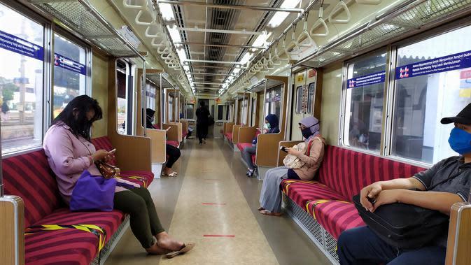 Penumpang KRL yang berasal dari Stasiun Bogor terpantau sepi, Senin (20/4/2020). Kondisi ini merupakan imbas penerapan PSBB terkait corona Covid-19 di wilayah Jabodetabek. (Achmad Sudarno/Liputan6.com)