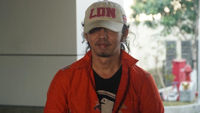 Zulfikar atau Jamal 'Preman Pensiun' mendatangi kantor BNN Jawa Barat untuk mengajukan rehabilitas atas penyalahgunaan narkoba. (Liputan6.com/Huyogo Simbolon)