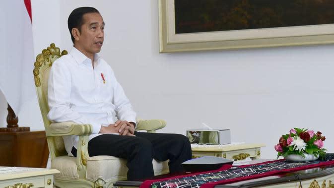 Presiden Joko Widodo melakukan video teleconference dengan Kabinet Indonesia Maju di Istana Kepresidenan Bogor, Jawa Barat, Senin (16/3/2020). Presiden Jokowi menginstruksikan percepatan agenda kerja semua kementerian. (Foto: Muchlis Jr - Biro Pers Sekretariat Presiden)