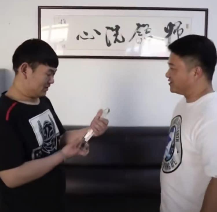 因瘦身成功,健身訓練營還頒發一個「最佳勵志獎」給崔鶴。(圖/翻攝自梨視頻微博)
