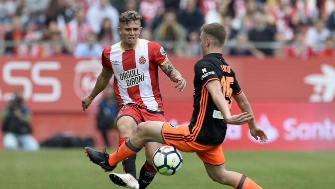 5. Pablo Maffeo – Pemain yang disia siakan Guardiola kini menjadi pemain VfB Stuttgart dengan mahar 8 juta pounds. Sebelumnya Maffeo sukses membawa Girona promosi ke La Liga 2017 dan membuat 33 penampilan dt tahun berikutnya. (AFP/Josep Lago)