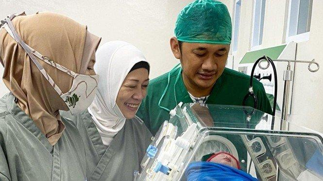 Hanung Bramantyo dan Zaskia Adya Mecca Dikaruniai Anak Kelima